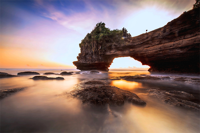 batu bolong tanah lot