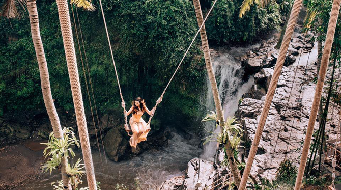 tegenungan waterfall swing