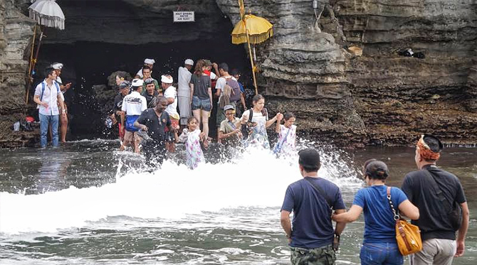 holy water cave tanah lot temple