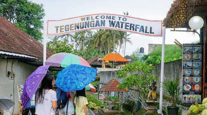 welcome to tegenungan waterfall
